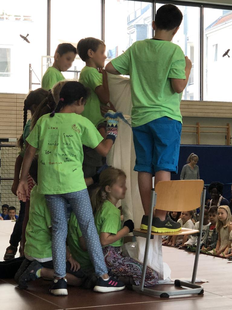 Die Schüler der dritten Klasse gestalten das Rahmenprogramm
